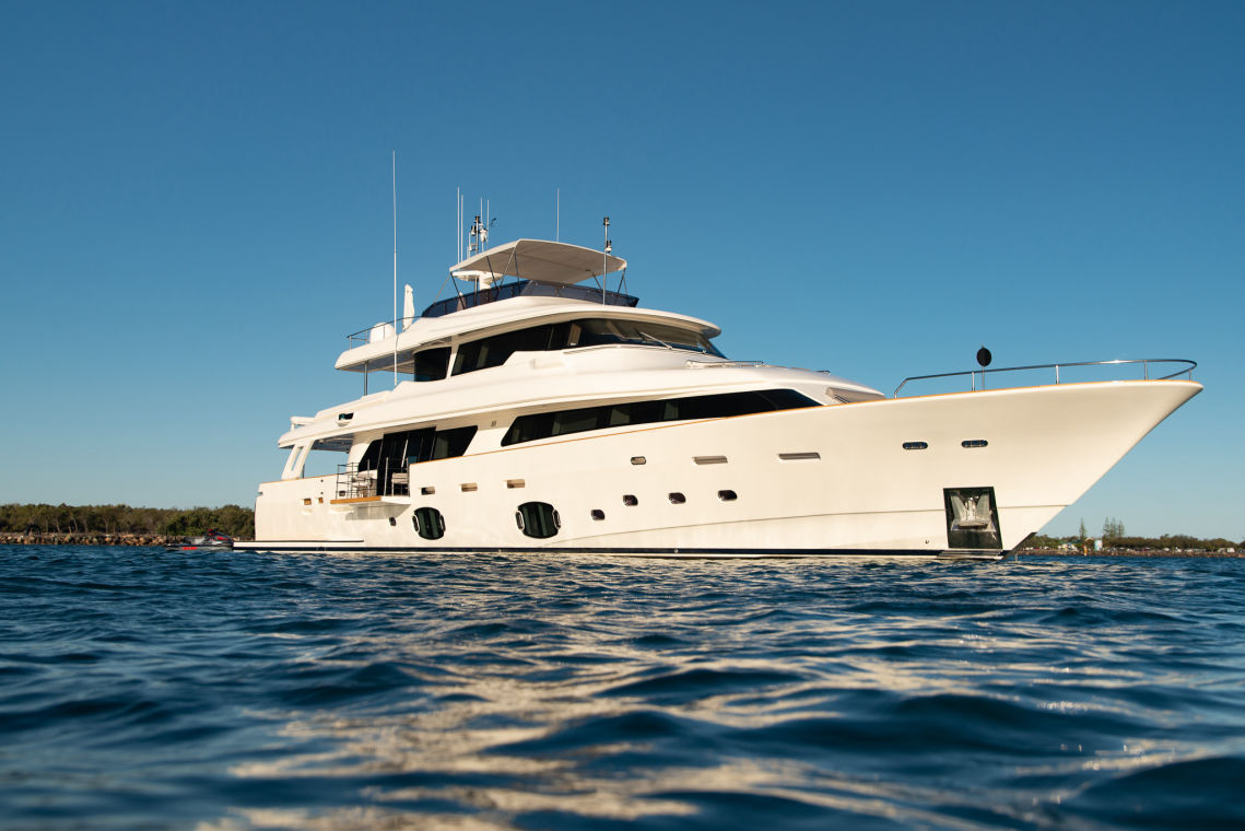 https://panel.boatsync.com.au/v11/images/1618/1615427418233-Ferretti-Custom-Line-33m.jpg