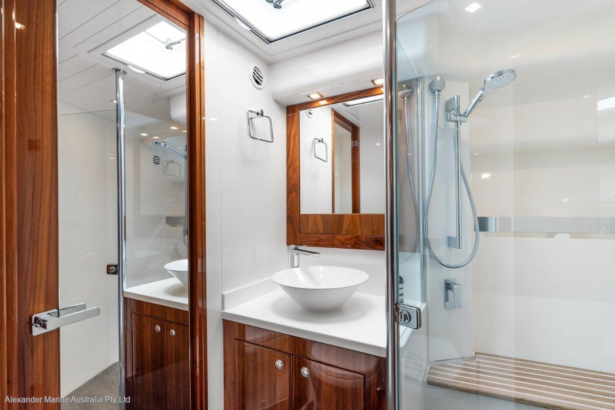 2018 Riviera  5400 Sport Yacht Image